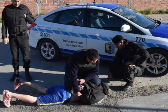 En martes 13 robó celular a punta de cuchillo y lo atraparon