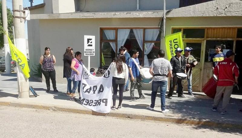 """Los sindicatos reclaman por la reactivación de las obras en el sector denominado """"Gremios unidos""""."""