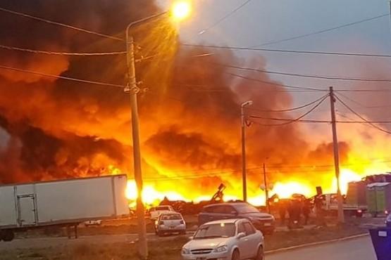 Incendio en Plásticos Isla Grande: Recomiendan a la gente no salir a la calle