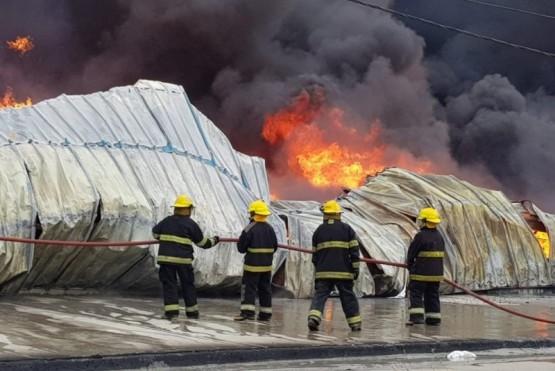 Son dos chicos de 12 y 13 años los que prendieron fuego en la fábrica de plásticos