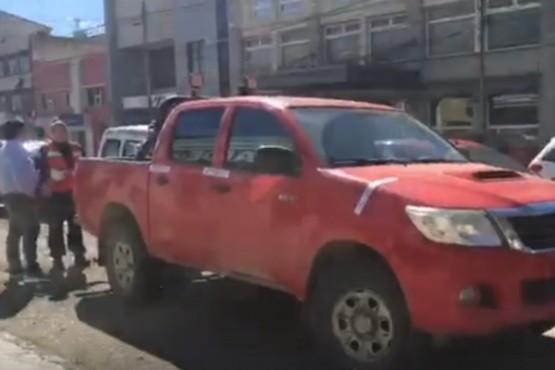 Explicaron por qué la grúa no se llevó una camioneta chilena mal estacionada