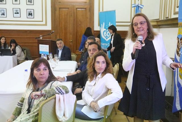 Alicia junto a su gabinete en Casa de Gobierno. (C.G)