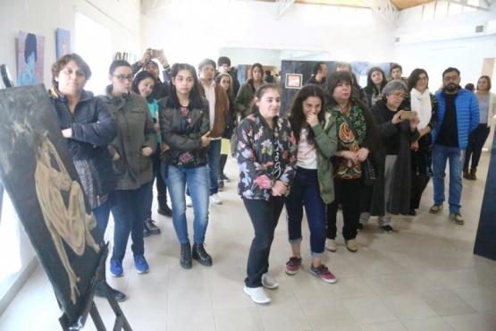 Público en la apertura de la muestra (C.G)