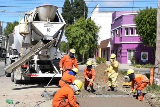Obra de la Cuenca Sarmiento: ya colocaron más de 5 mil metros lineales de cañería