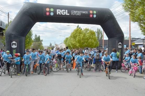 Más de cinco mil personas en la bicicleteada solidaria de La Anónima