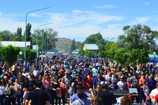 Más de 35.000 personas disfrutaron de la segunda edición de la Fiesta del Chorizo de Dolavon