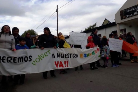 Padres, docentes y alumnos se manifestaron por la situación de la EPP Nº 68