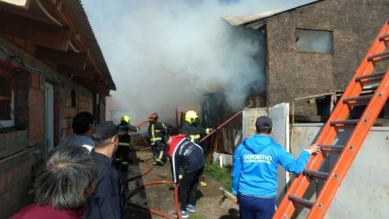 El incendio ocurrió en horas de la tarde de hoy. (C.G)