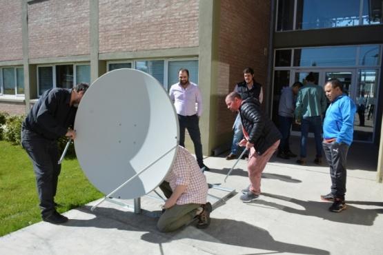 Hoy se instalará una antena satelital en la escuela rural de Tres Lagos