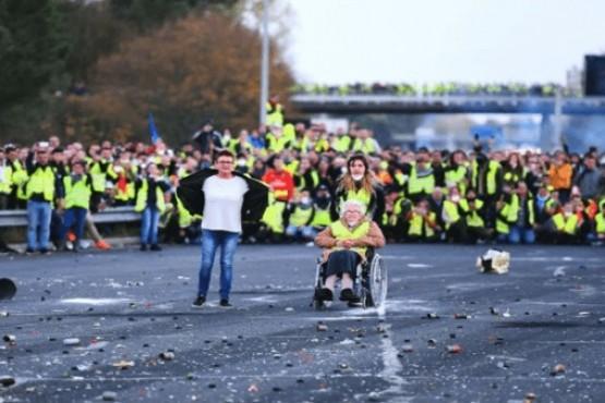 Aumento de los combustibles: reportan 528 heridos por protestas en Francia