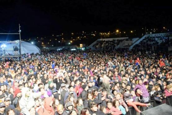 Con La Banda al Rojo Vivo y La Barra, Caleta celebró sus 117 aniversario