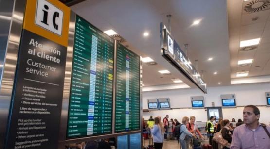 Aerolíneas Argentinas suspendió a 370 empleados por la medida de fuerza