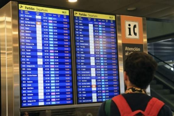 Trabajadores aeronáuticos anunciaron un paro para el lunes 26