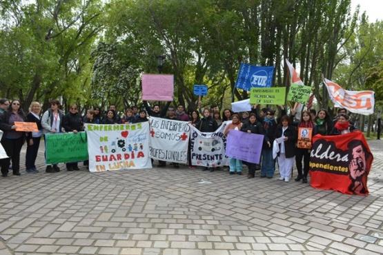 Enfermeros y estudiantes reclaman contra una reforma porteña
