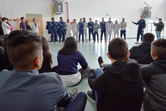 Alumnos del Secundario N°41 compartieron una jornada con jugadores del Hispano