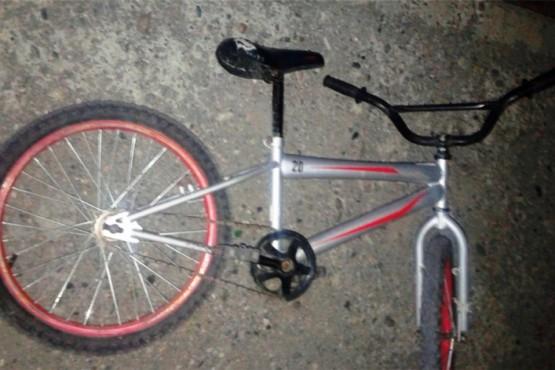 Detiene a dos jóvenes por no poder justificar procedencia de una bicicleta