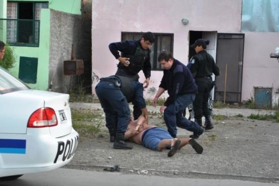 El sujeto fue aprehendido en la puerta de su casa. (Foto: J.C.C.)