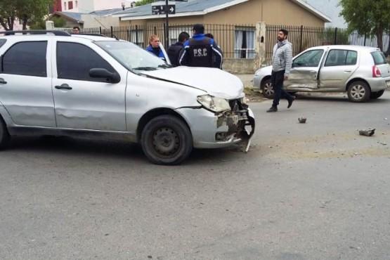Una mujer llevada al hospital tras chocar