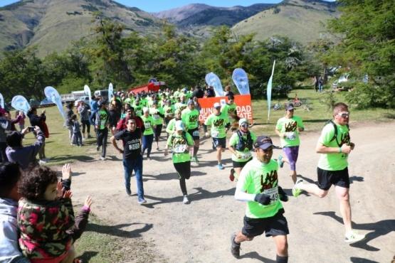 Más de 120 personas corriendo en la 8va edición del Desafío Lago Roca