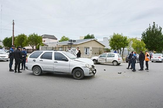 Un joven murió y otro sufrió lesiones luego de volcar
