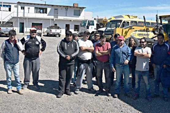 Prades viajó a los EEUU y un grupo de municipales inició retención de servicios