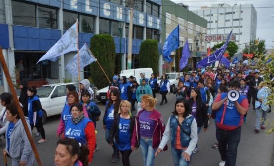 Marcha contra el G20 en el centro de Trelew