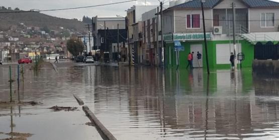 Comodoro Rivadavia con calles inundadas tras el temporal