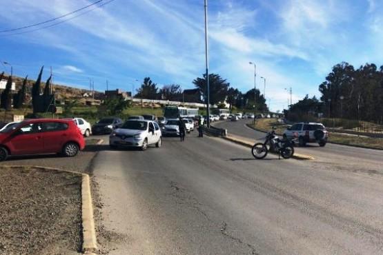 Motociclista resultó herido por un vehículo que se fugó (Video)
