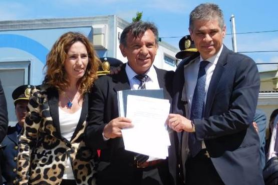 La ministra Rocío García y el Vicegobernador junto al intendente Hugo garay