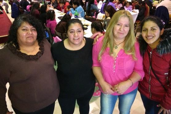 Graciela Suárez y las integrantes de la Red de Mujeres Solidarias.
