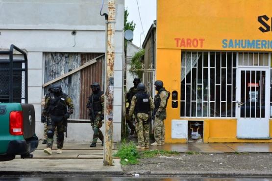Secuestran cocaína, municiones y celulares durante un allanamiento