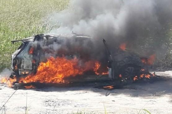 Detuvieron a cinco policías por balear e incendiar un auto de un electricista