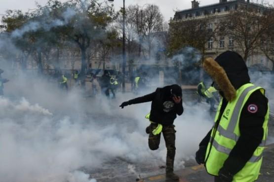 Aumento en combustibles: feroces protestas, gases y detenidos en París