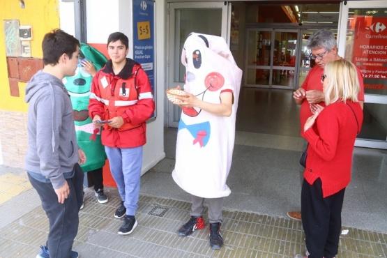 Testeo rápido y entrega de preservativos en la calle