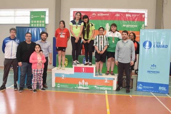 Se realizó la entrega de premios del Torneo de Bádminton