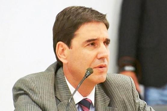 Concejal deslizó que Prades viajó a EEUU para evitar indagatoria