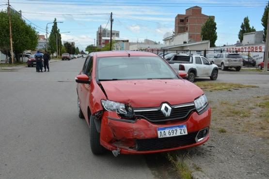 Mujer herida al chocar en Estrada y Alfonsín