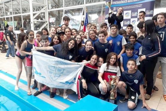 La delegación de Hispano American que se consagró en Chile.