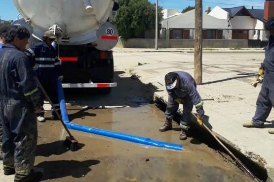 Tras las lluvias, intensificaron las tareas de limpieza de pluviales y sumideros