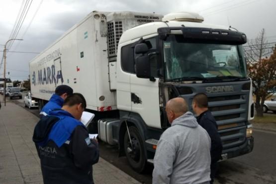 Camión con semirremolque protagonizó un choque