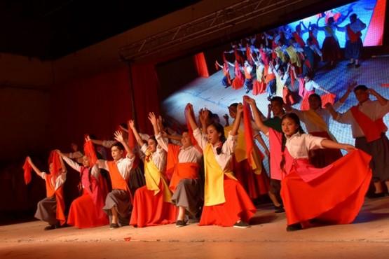 La Escuela de Danzas Nativas cautivó a todos en el cierre de la muestra anual