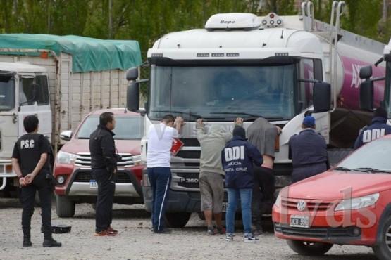 Diez personas detenidas en Caleta Olivia por robo de combustibles