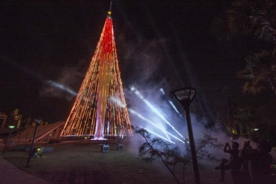 Un árbol de Navidad de 5 metros