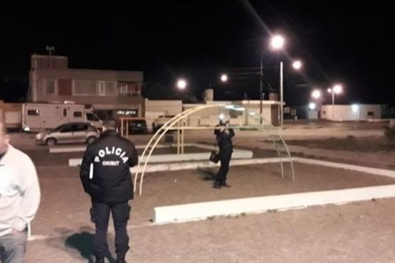 Dos nenas se habrían intoxicado mientras jugaban en el pasamanos de una plaza