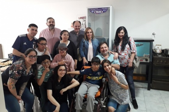 Entregan equipamiento a taller de cocina de Ángeles Especiales