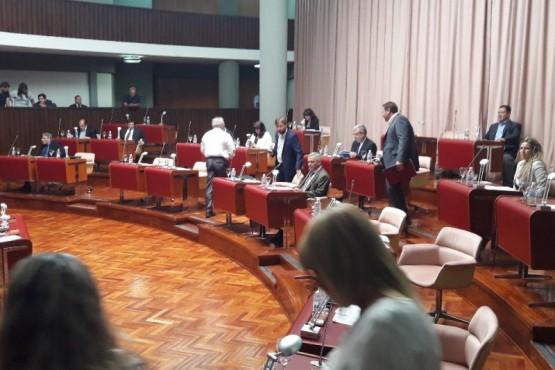Desalojaron la Legislatura por amenaza de bomba