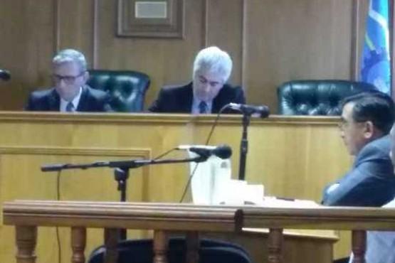 Presunta venta ilegal de tierras: ratifican el arresto domiciliario para los comisarios retirados