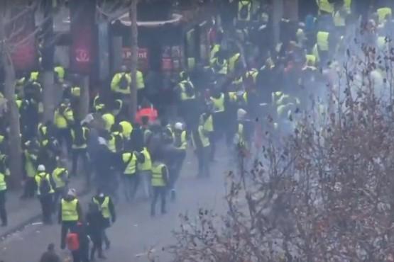 Disturbios y gases en París en nueva protesta de los