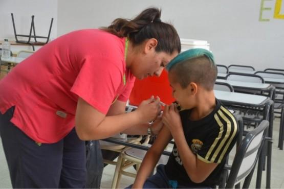 Vacunación y charla sobre alimentación y salud bucal en la EPP N° 91