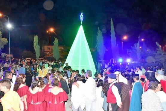 Se enciende la navidad en Plaza de la Sagrada Familia